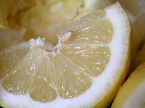 Как убрать квартиру с помощью лимонного сока