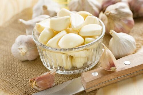 Почему полезно кушать чеснок на голодный желудок?