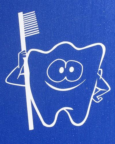 Природные средства, которые лечат кровоточивость десен и подвижность зубов
