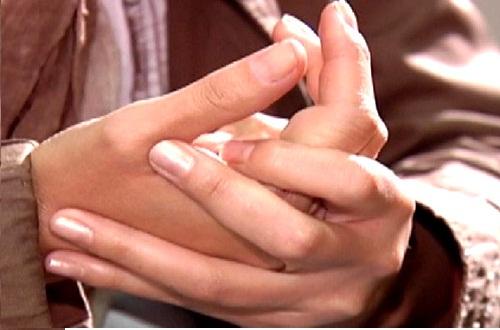 Что вызывает отеки на руках