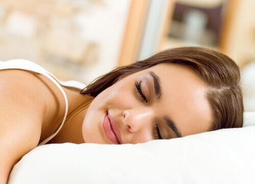 Преимущества сна на левом боку