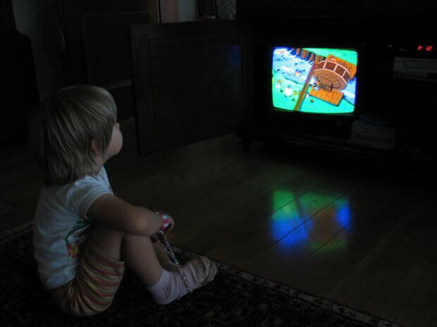 Опасность потребления пищи перед телевизором