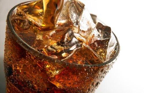 Газированные напитки: враги зубов