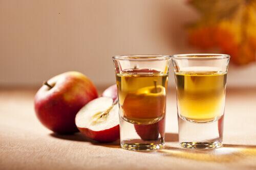 Яблочный уксус – помощник в уходе за красотой