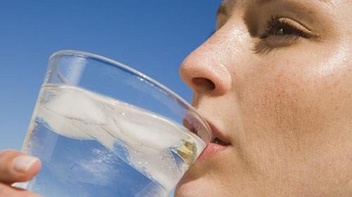 Холодная вода после еды – опасна!