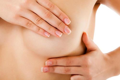 7 причин боли в груди у женщин