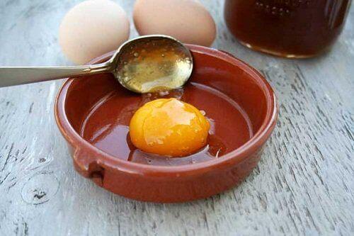 Что полезнее: яичный белок или желток?