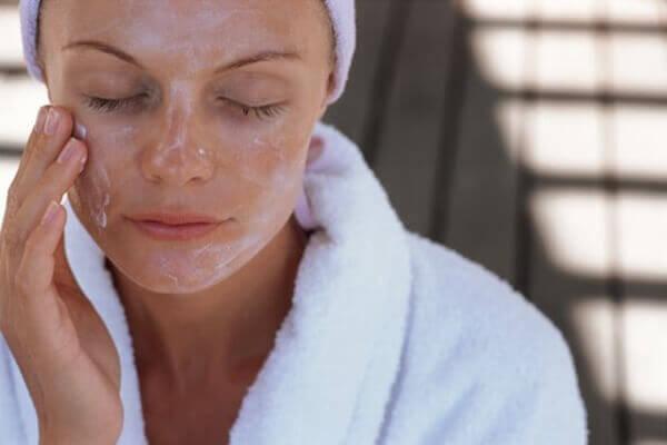 Как сделать самодельные средства для снятия макияжа?