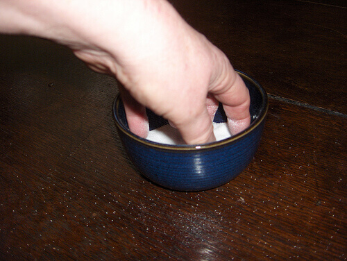 Используйте соль для уборки дома