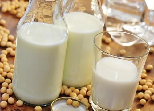5 лучших растительных молочных напитков